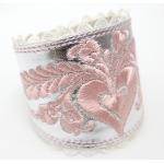 Ezüst karkötő, rózsaszín hímzéssel