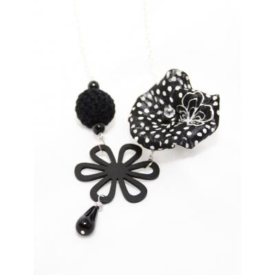 Virágos nyaklánc, fekete fa medállal ötvözve